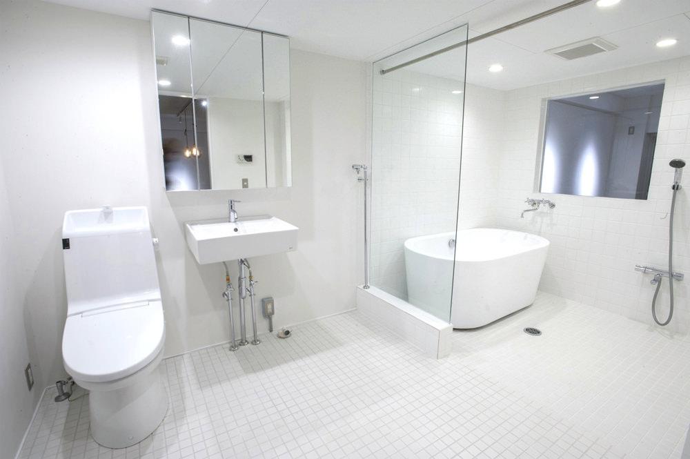 埼玉県武蔵浦和の中古マンションのリノベーション後のサニタリーと浴室