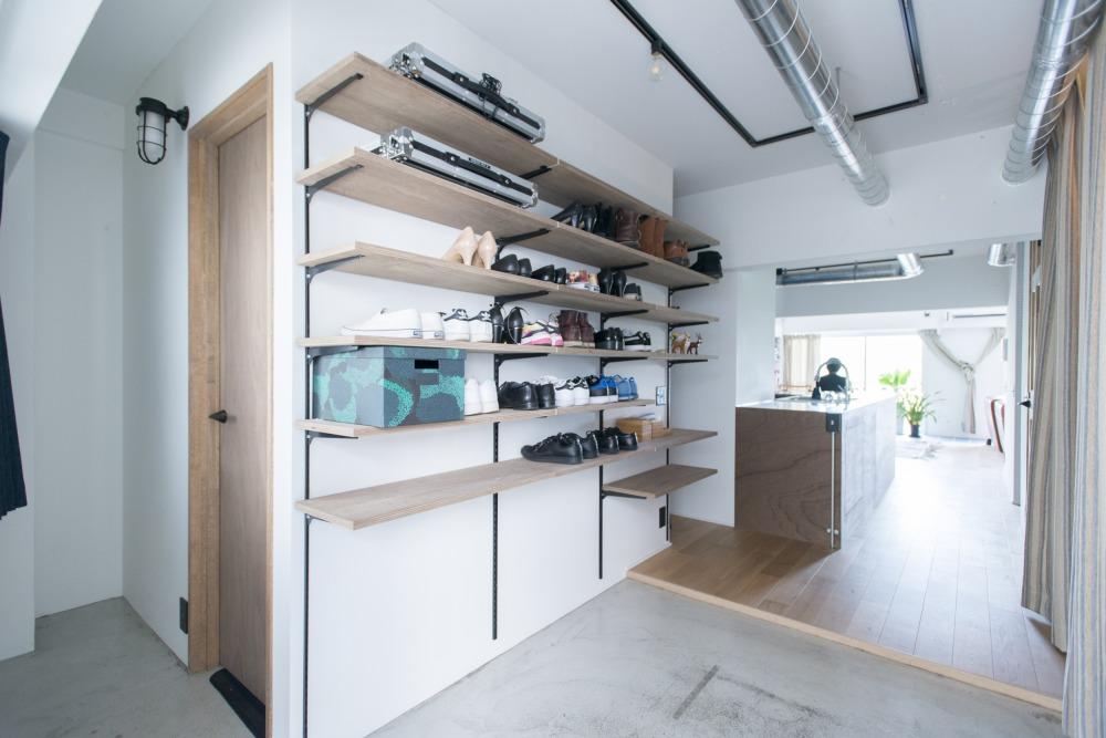 造作棚による靴収納スペース